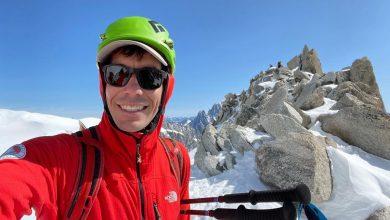 Photo of Alex Honnold in free solo sulla Ovest del Petit Dru